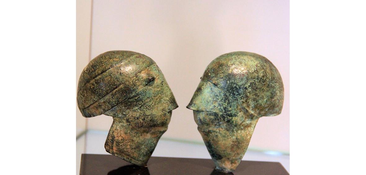HELMKÖPFE  Bronze