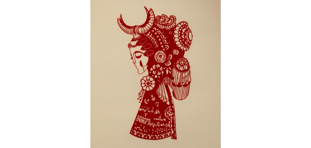 Dame in rot - Papierschnitt
